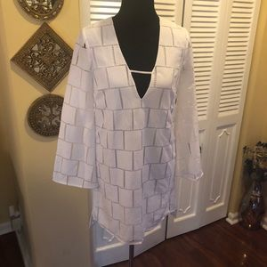 Kendall & Kylie White V-neck Polyester Tunic NWT S